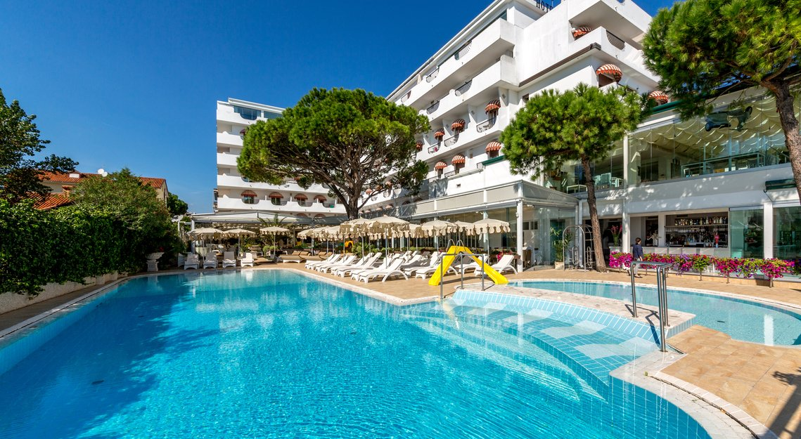 Hotel rimini 3 stelle con piscina coperta wroc awski - Residence rimini con piscina ...