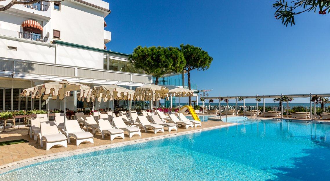 Hotel 3 stelle con piscina coperta riscaldata a jesolo hotel nettuno - Hotel a pejo con piscina ...